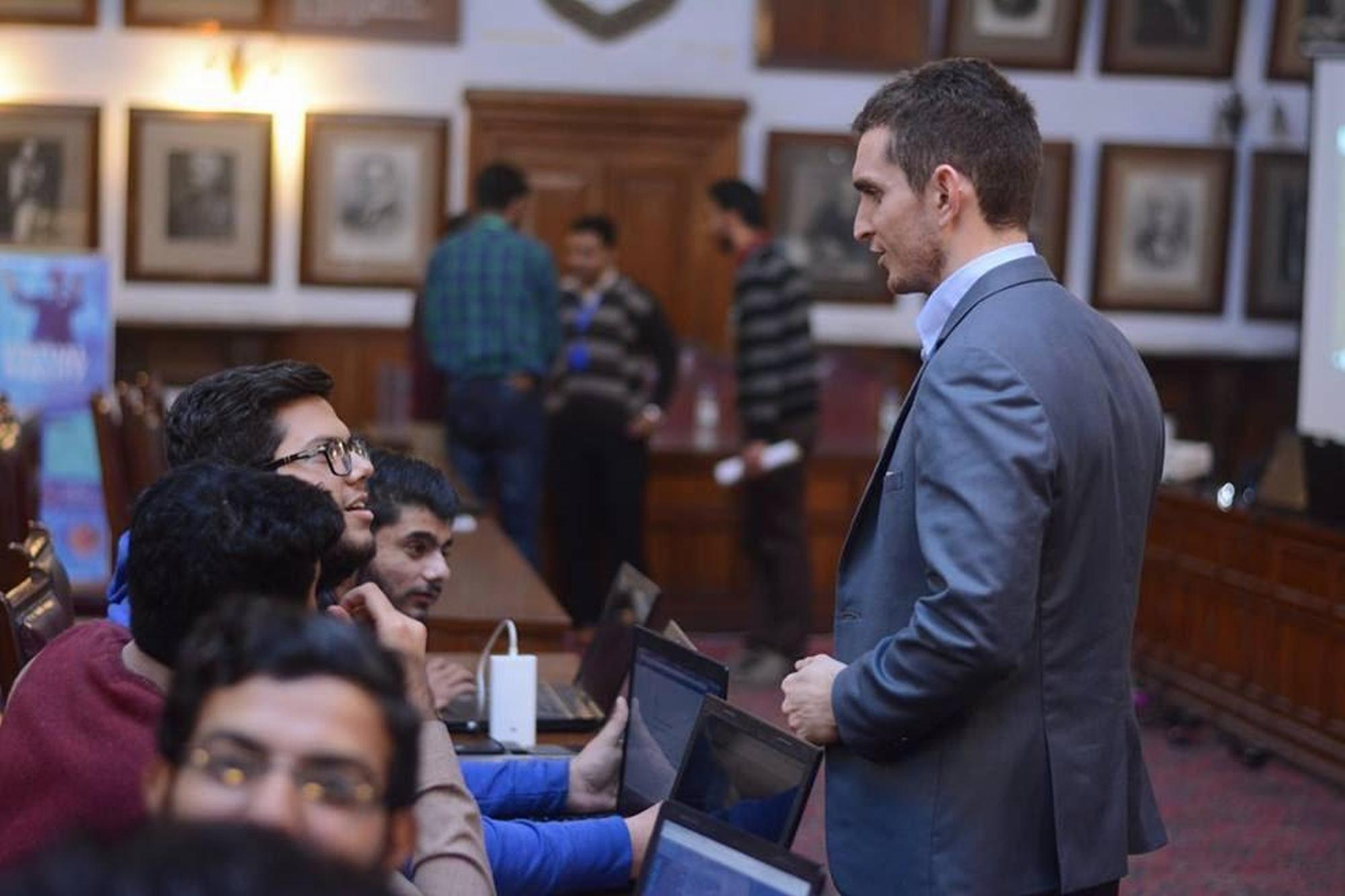 パキスタン15大学 延べ2,165名に向け STYLYを活用したVRワークショップを開催